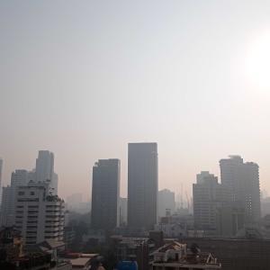 バンコクの大気汚染が酷く、街が霞んでいます(AQI:150超)