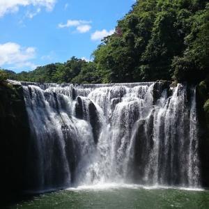 台湾最大の滝『十分瀑布』電車での行き方とランタンのおすすめスポット
