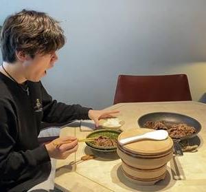 昌磨の食事風景における一考察