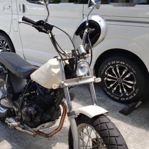 バイクの片側ミラーって