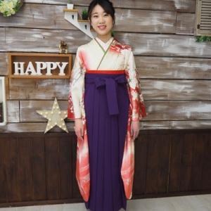 大学卒業式・振袖に袴のお嬢さま