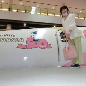 ピンクのキティちゃん新幹線♪