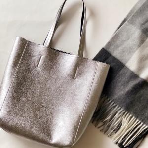 暗くなりがちな冬のコーデにおすすめの万能バッグ