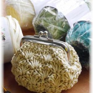 ラフィアとアミアンで松編みにハマる。