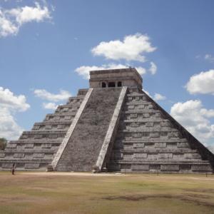 マヤ文明とトルテカ文明が融合した「チチェン・イッツァ遺跡」は、マヤ文明に興味のある方必見!! セノーテ「イク・キル」もお忘れなく!!
