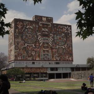 アートな雰囲気が漂う「メキシコ国立自治大学 (UNAM) の大学都市の中央キャンパス」