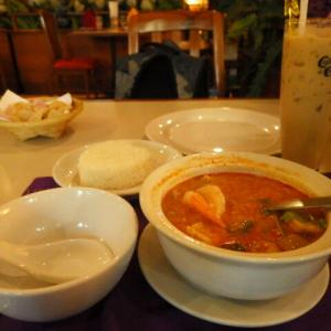 本場タイの「トムヤン・クン」(Tom Yum Kung) はとても美味しいが、日本人にはかなり辛い !!