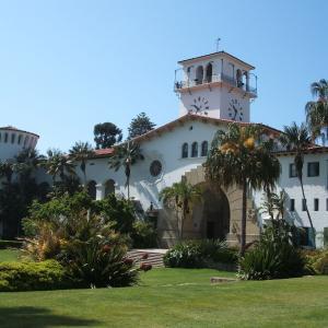 【宮殿を模した真っ白な外観】サンタバーバラ郡庁舎 (Santa Barbara County Courthouse) (2007年4月26日)