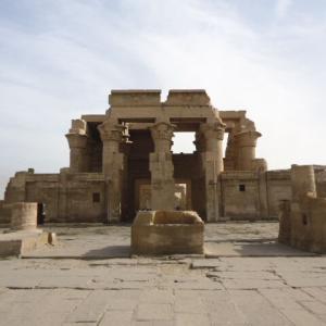 【二重構造が特徴的な神殿】コム・オンボ神殿 (Temple of Kom Ombo)