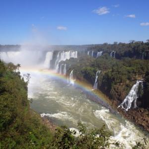 【イグアスの滝 (Cataratas do Iguaçu) の全景を見渡せる】イグアス国立公園 (Iguaçu National Park) (ブラジル側)