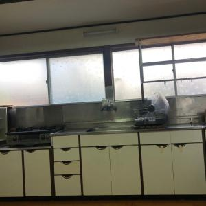 LIXILのキッチンリフォーム工事  解体日