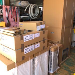 石川県 加賀市 小松市で設置予定の洗面化粧台やエコキュートがやっと届きました!