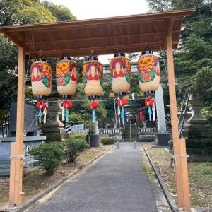 今年は町内の秋祭りはないが、提灯は設営です。