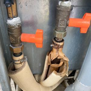 石川県加賀市 エコキュートを即日に修理完了。配管亀裂による水漏れ その他にも