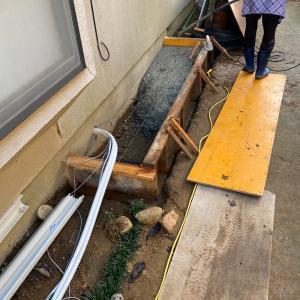 石川県小松市浴室リフォーム工事 月曜日はシステムバスが納品されました。