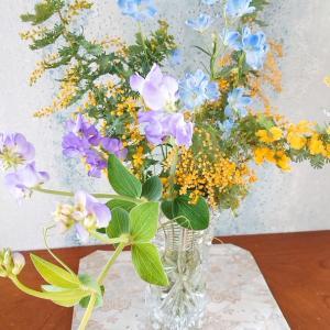 3月8日はミモザの日♪生花も造花も人気です♡