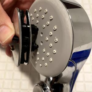 シャワーヘッドのボタンが戻らない!分解不可能なシャワーヘッドを500円で分解清掃してみた