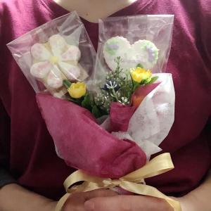 ケース入りもいいけれど、花束にしてもプレゼントできますよ(^ ^)