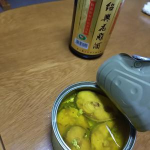 晩酌(紹興酒とサバ缶)