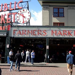 新緑のシアトル旅行記(3)パイクプレイスマーケットでサーモン投げ