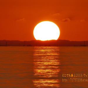 """富山湾に沈む夕日の""""秋のパターン""""、丸い夕日→山が赤に染まる→グリーンフラッシュ→マジックアワー"""