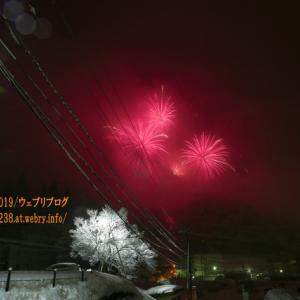 大雪の降る中!「宇奈月温泉冬物語・雪上花火大会2021」
