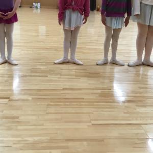 2月のバレエ・レッスンポイント  手のように動く足を作る!足の冷えも解消!