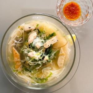【ベトナムごはん】さつま揚げ入り汁麺 ブンチャーカー