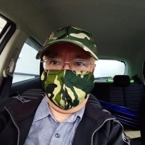 手作りのマスクを掛けてさあ出陣