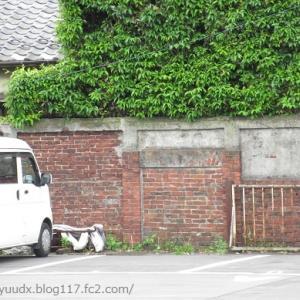 駐車場に、煉瓦塀を発見!!【隅田川テラス散策(尾久橋~あらかわ遊園裏)その3】