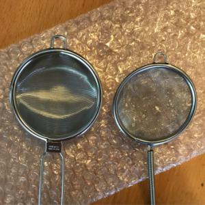 6/2 ブラインシュリンプ給餌するのに使用する茶漉し