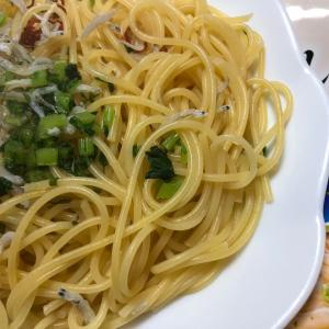 日清)しらすのペペロンチーノ(スゴくにんにく風味が効いてる。ウマいっ!)