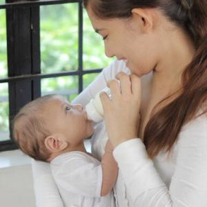 【本当にあった怖い話】赤ちゃんのミルクに水道水を使うのは怖いからミネラルウォーターを使ってしまう