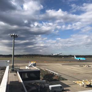 サンキューちばフリーパス⑥がらんとした成田空港で飛行機を眺める