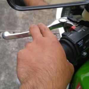 GPZ900R:クラッチレバーを近くに