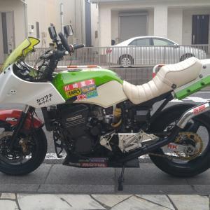 GPZ900R:ポイントカバーのGPz Kawasaki