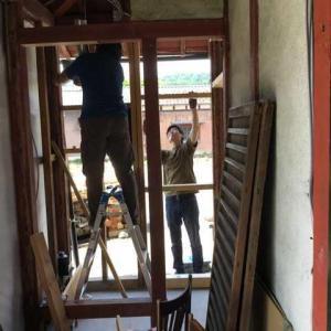 古民家和式トイレ改修工事(2)外壁も内壁も自分達で、、、、