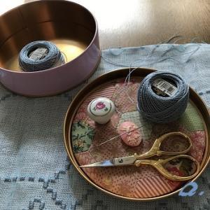 ハーダンガー刺しゅう用の糸スタンドとちょっとお道具