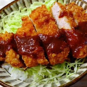 """肉のマルヒロ""""羽田野商店""""の揚げたてトンカツで「味噌カツ」"""