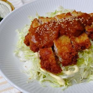 キャベツモリモリの「味噌カツ丼」