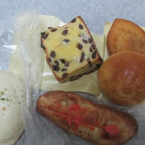 パン屋のパン。
