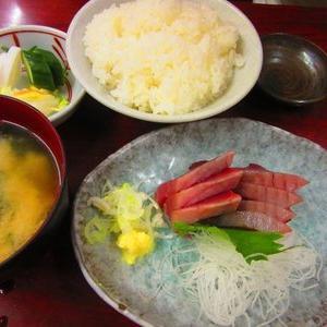 【韓国】日韓の食事作法を比較 ネチズン「韓国スタイルの方が品位がある。欧米だってお皿を持たないよ」