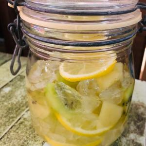 暑い夏をフルーツ酢で乗り切る