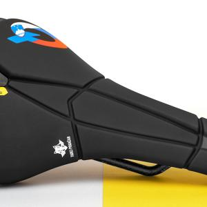 Prologoは、タディ・ポガチャルの2020ツール優勝記念Scratch M5 Pogacar Special Editionサドルを販売