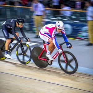 オリンピックのトラックレースでエアロ効果を狙ったキネシオロジーテープ