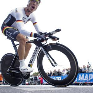 4度の世界チャンピオン トニー・マルティンがホイールをフックにかける