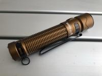 取り回し良好な高性能タクティカルライト。OLIGHT WARRIOR Mini 2