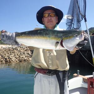 加奈丸を走らせて沖家室島や大水無瀬島まで行ってきました。釣果は、( ^ω^)・・・