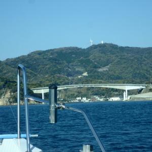 加奈丸Ⅱで船釣りに行きましたが、釣れないので祝島までクルージングしてきました。(;´д`)トホホ