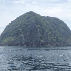 小水瀬島を一周してきました。船釣りは二兎追う者は一兎も得ずでした。・・・(´;ω;`)ウゥゥ